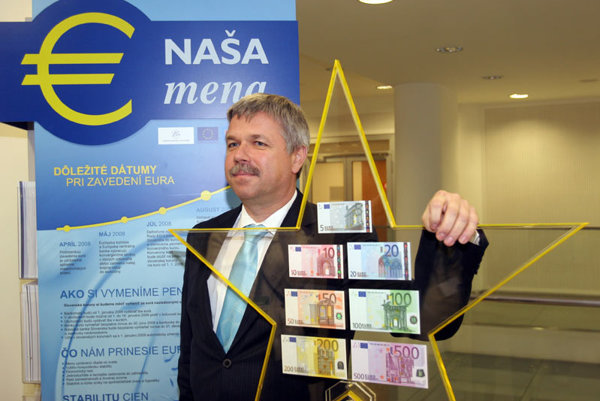 Ivan Šramko received an award for navigating Slovakia's introduction of the euro.