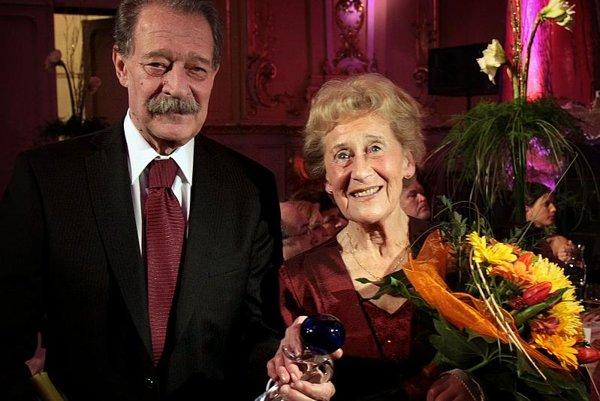 Tomáš Janovic and Eva Siracká are the new Bratislavská Čučoriedka laureates.