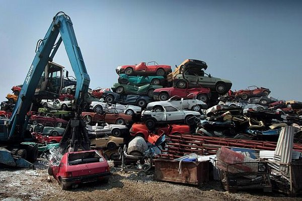 Owners delivered a total of 44,200 old cars to scrapping yards to get a new car bonus.