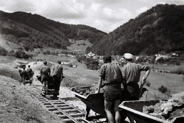 Over 47,000 young people worked on theTrať Mládeže railway in the late 1940