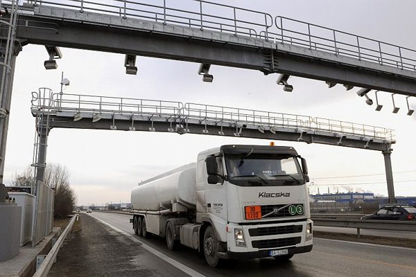 Vehicles over 3.5 tonnes must pay e-tolls on highways .