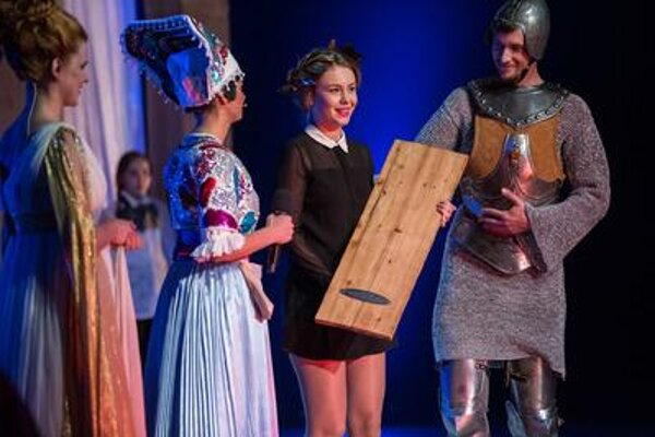 D. Kavashcová (2R) receives award for the best theatre actress 2014/2015 at the festive ceremony in SND.