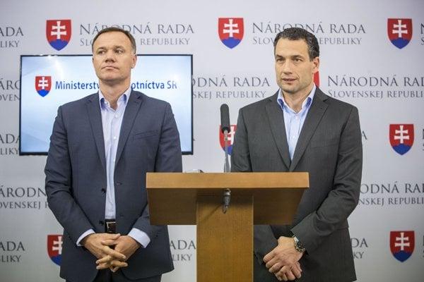 Health Minister Viliam Čislák (l) and Marcel Forai (r)