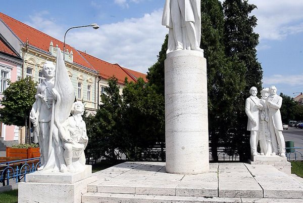 The statue of Ľudovít Štúr welcomes the visitors of Modra.