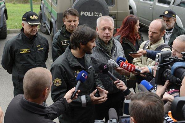 Slovak Interior Minister Robert Kaliňák (l) and his Czech counterpart Milan Chovanec (r)