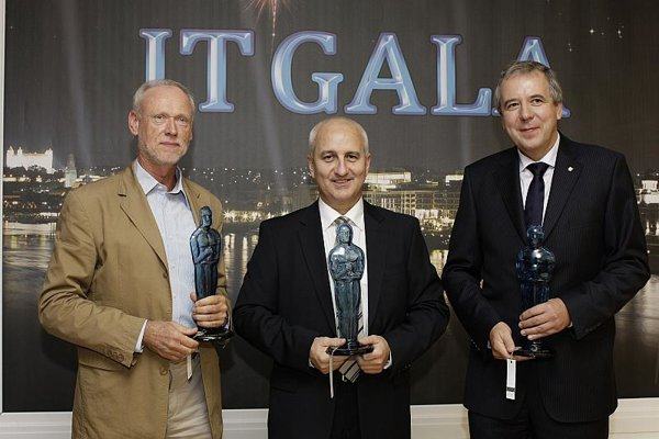 Vladimír Šikura from Soitron (left), Jozef Klein from Asseco Central Europe (centre) and Miroslav Kunsch from IPESOFT.