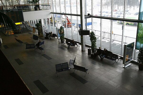 The failure of three Slovak airlines, SkyEurope, Air Slovakia and Seagle Air, emptied airports in Slovakia.