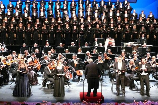 Verdi's Requiem was performed twice during Easter week at the SND .