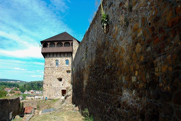 Fiľakovo Castle is one of a line of borderland castles each normally visible from the other.
