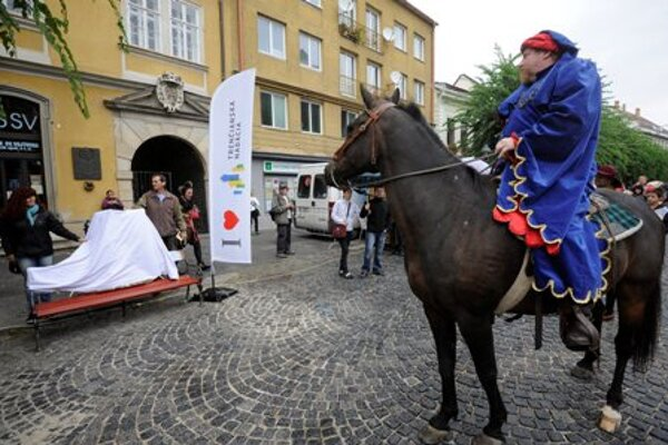 King Sigismund of Luxembourg visits the town Trenčín in an re-enactment, to give it the town privileges.