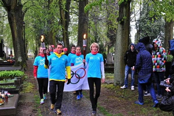 Slovak Olympic athletes Mrtikán (l) and Hrivnák-Klocová lit the Olympic torch to start a relay Rio 2016.