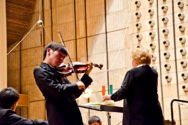 Soloist Yujin Ariza (R) and  conductor Camilla Kolchinsky