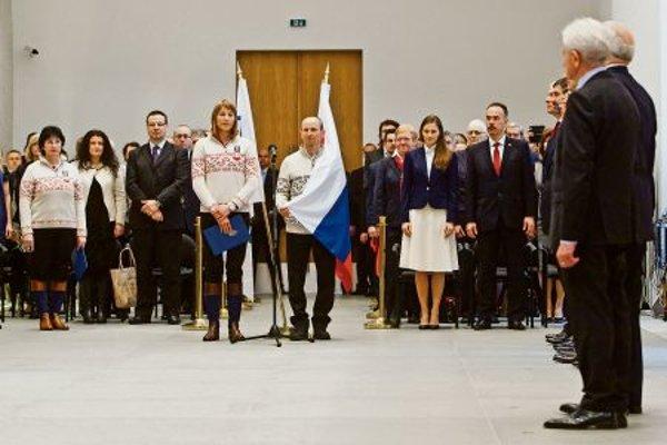 Oath of biathlete Kuzmina and skier Bajčičák.