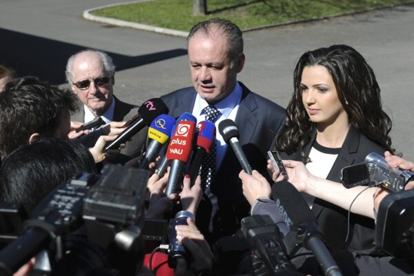 Andrej Kiska (in the middle), his father and daughter.