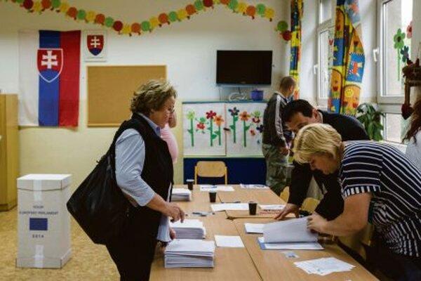 Slovaks were electing 13 MEPs.