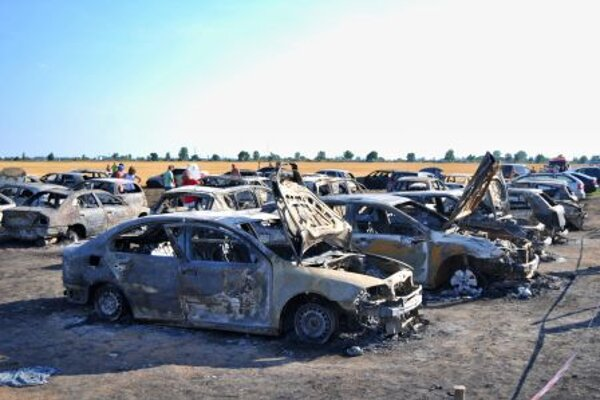 Cars burnt down in Vincov Les