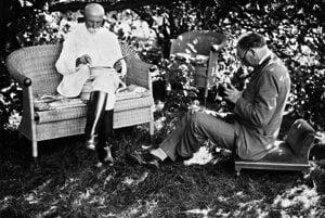Czechoslovak President T. G. Masaryk gladly posed for Karol Plicka.   Čítajte viac: http://kultura.sme.sk/c/20175231/baby-z-helpy-sa-mu-vesali-na-krk-a-kricali-pan-profesor.html#ixzz4CDFOtHCg