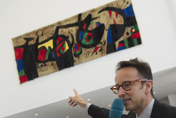 Grandson of Joan miró, Joan Punyet Miró, explains works of his ancestor in Danubiana.