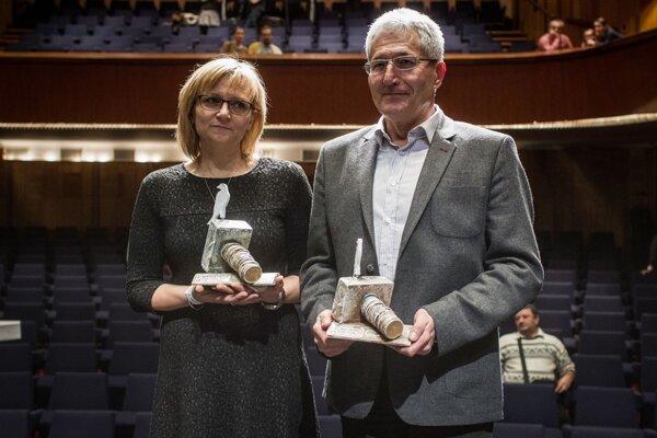 Doctor Alan Suchánek and nurse Magdaléna Kovačovičová received the White Crow award.