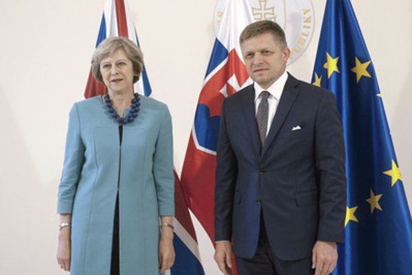 Slovak Prime Minister Robert Fico with his British counterpart Theresa May