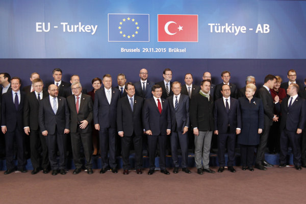 EU-Turkey summit, November 29. Slovak PM Robert Fico 5th from left, front.