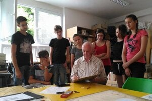 Grigory Gurevich surrounded by his students.