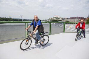 The newly-reconstructed Old Bridge offers excellent possibilities for cycling.