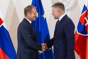 President of the European Council Donald Tusk (l) and Slovak PM Robert Fico