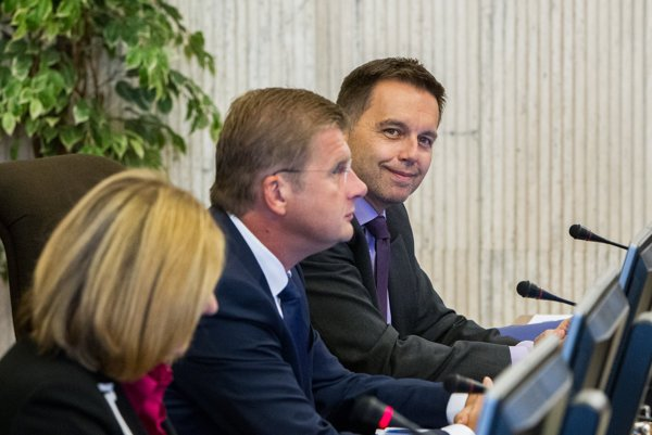 Finance Minister Peter Kažimír (r) and other ministers at the cabinet session.