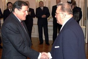 Vladimír Mečiar (left) and Michal Kováč shake hands as the latter leaves office in March 1998.