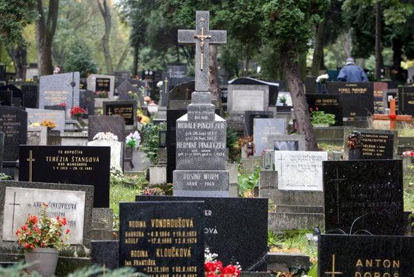 The cemetery at Slávičie údolie