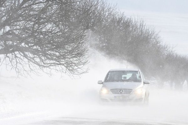 Snow and wind are affecting Slovakia, especially drivers out on the roads.