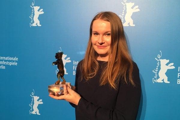 Director of Little Harbour, Iveta Grófová, with the Cristal Bear