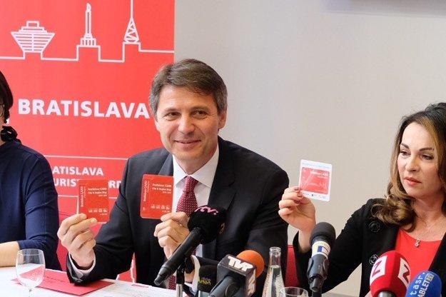 Bratislava Mayor Ivo Nesrovnal shows the map Bratislava Card City&Region.