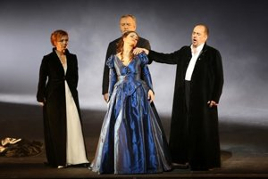 Šlepkovská (Gertrude), Ján Galla (Otec Laurent), Eva Hornyáková (Júlia), Sergej Tolstov (Capulet) - L-R.