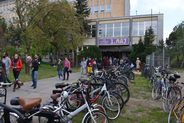 The Cvernovka creative community showed their new studios in the former chemical school.