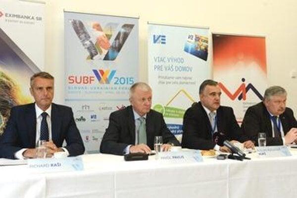 From left, Košice Mayor Richard Raši, Slovak Economy Minister Pavol Pavlis, Ukrainian deputy minister for Economic Development and Trade Ruslan Korzh and Ukrainian Ambassador to Slovakia Oleh Havashi.