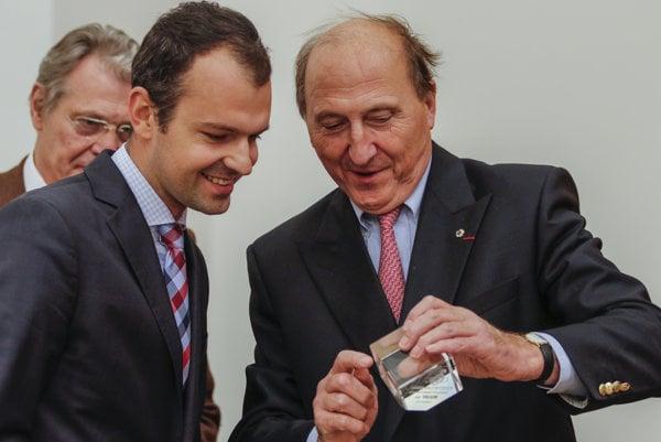 Peter Kolesár (l) and Ernest de Laminne de Bex of CIDIC (r)