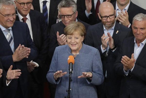 Angela Merkel (C) won again the German election.