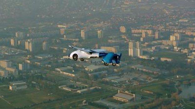 AeroMobil flying