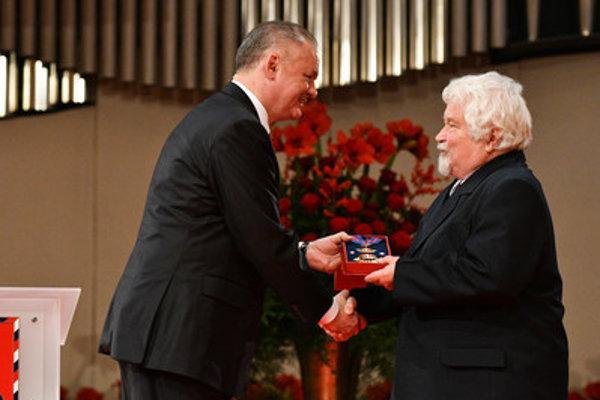 President Andrej Kiska awarded, among others, also Czech ex-PM Petr Pithart, on January 1, 2018.