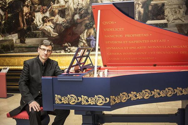 Slawomir Zubrzycki and his viola organista