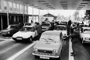 After the 1989 revolution, everyone wnated to travel to the West, which caused long queues.