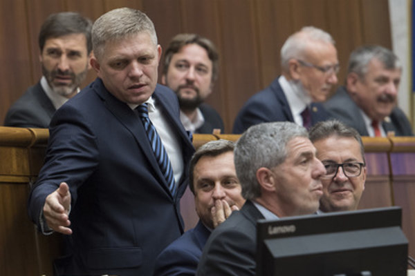 Ex-PM and Smer chairman Robert Fico (2L, standing) and Smer MP Ľuboš Blaha (3L, 2L in hind row) in parliament.