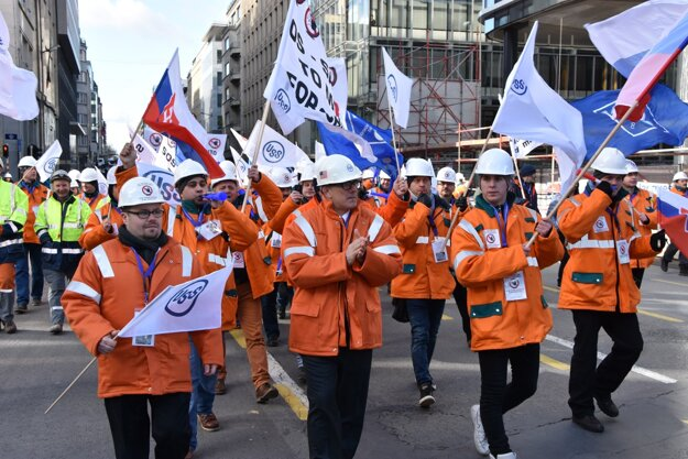 USSK workers marching in Brussels.