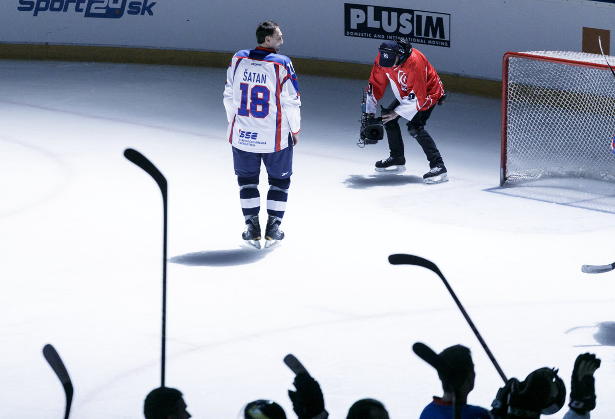 Hockey Player šatan Ends His Career Spectatorsmesk