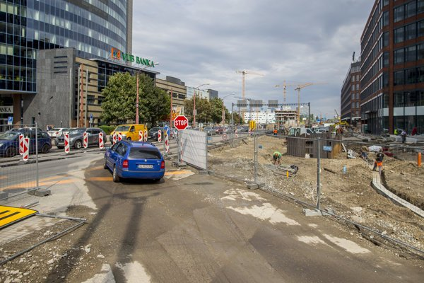 Traffic on Mlynské Nivy Street has gotten more complicated as of Monday, January 14.