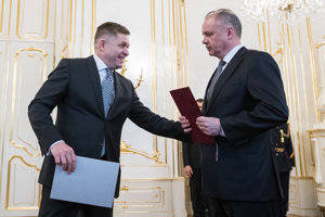 Robert Fico hands in the resignation of his government to President Andrej Kiska in March 2018.