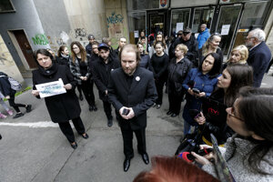 Teachers protest against current state in education by wearing black.