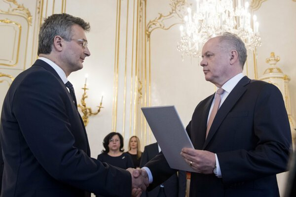 President Andrej Kiska named Ivan Fiačan (l) new president of the Constitutional Court.